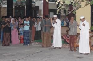 H. Agus M. Miftahuddin Muhtar membaca do'a setelah ihrom hajji